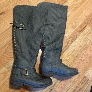 Excellent over the knee gray boots